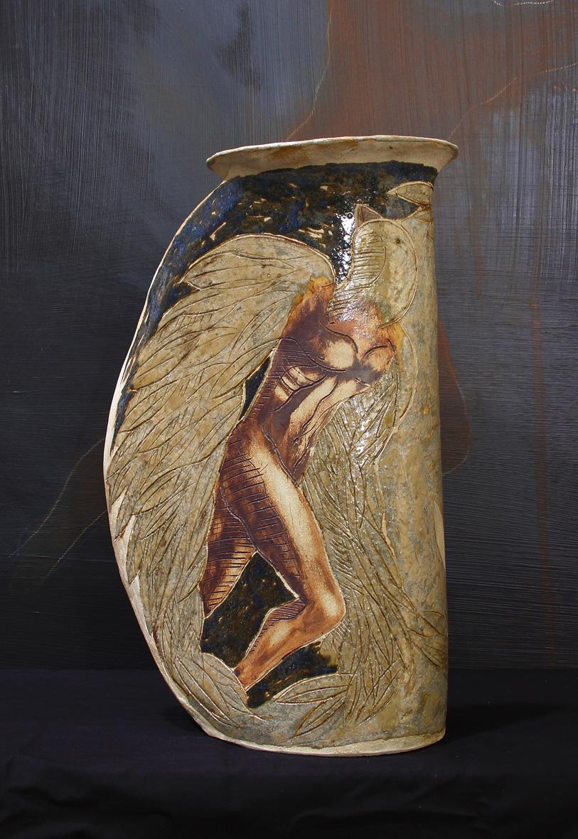 GRAND VASE PROUE /  Pièce en grés gravé émaillé -  Haut : env. 50 cm - Larg : env. 30 cm