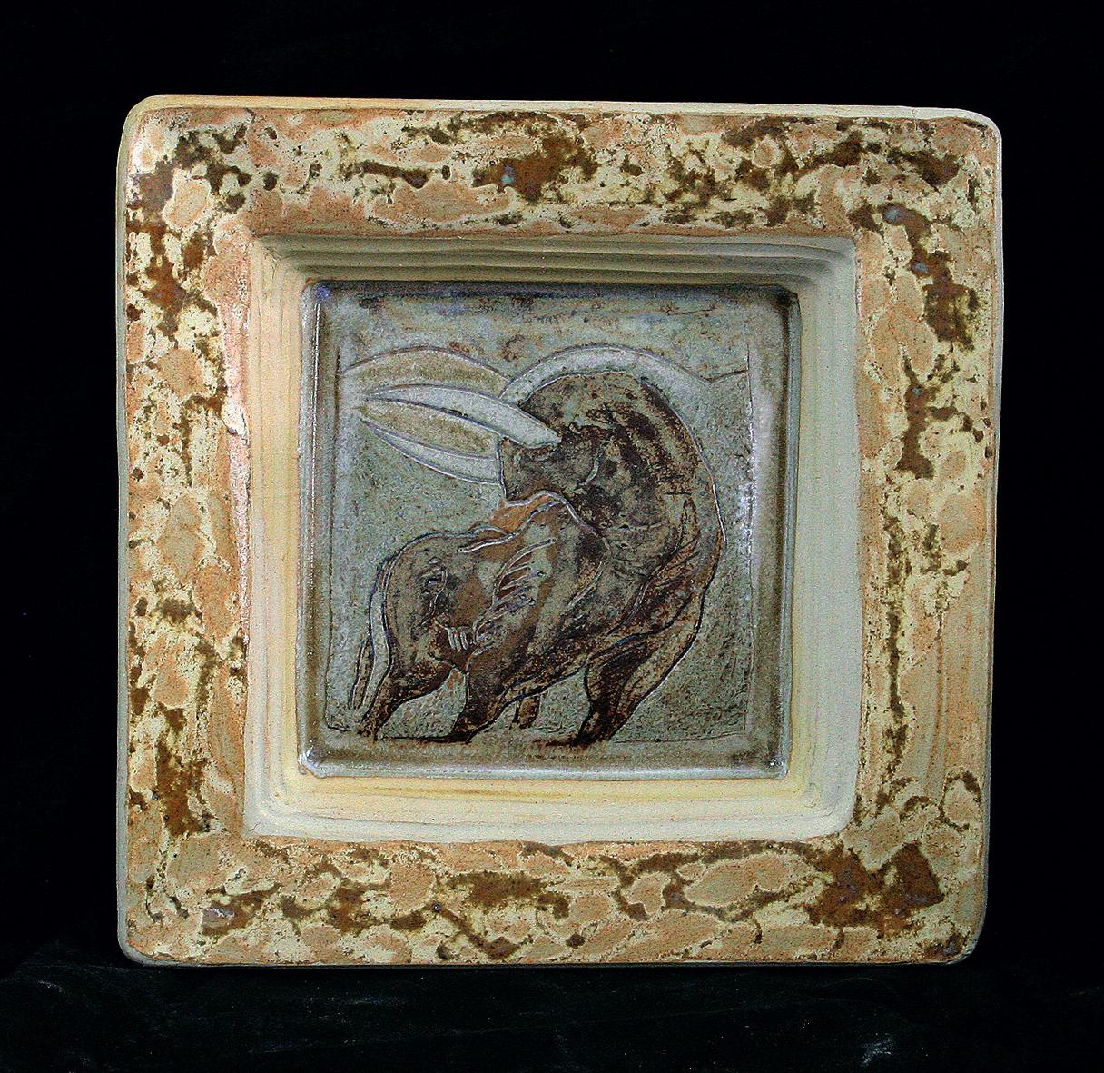 PLAT CARRÉ / Pièce en grés gravé émaillé - 30x30 cm