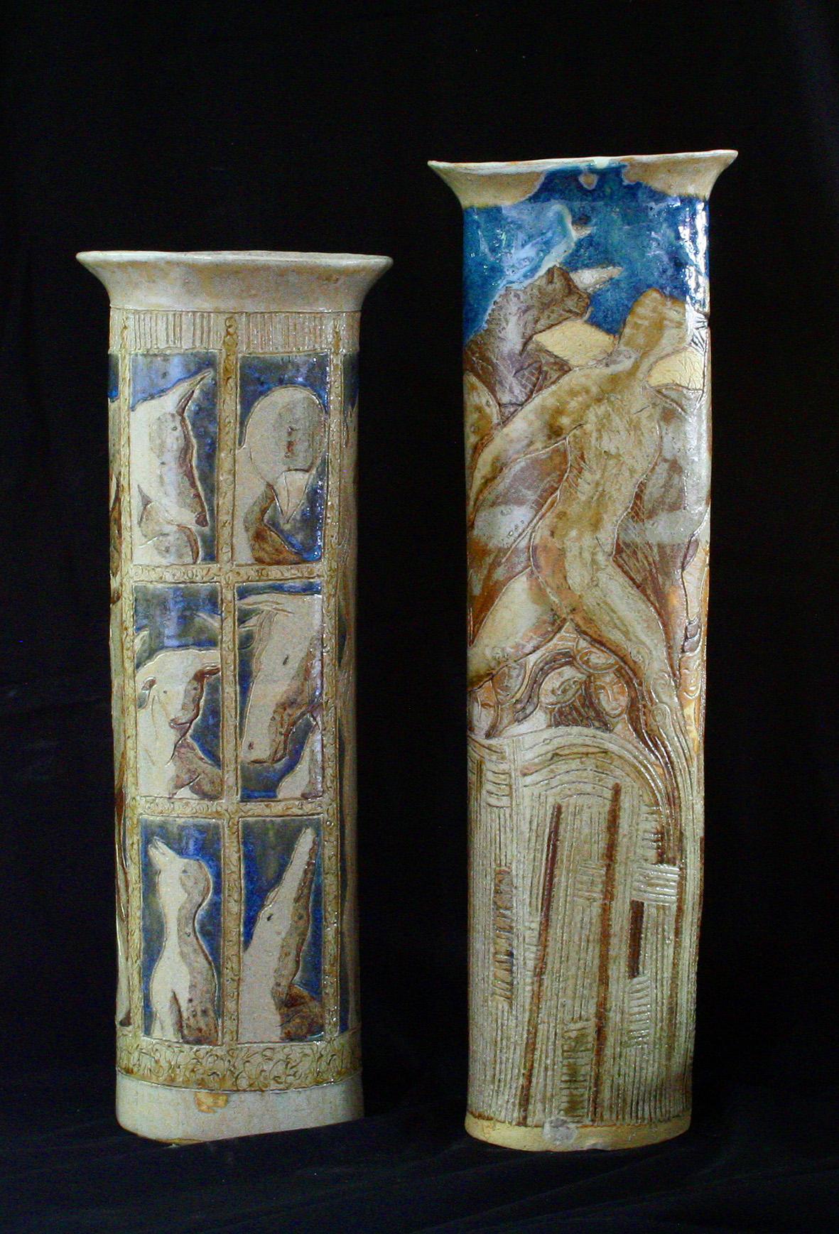 GRANDS VASES TOUR /  Pièce en grés gravé émaillé -  Haut : 40/50 cm - Larg : env. 15 cm